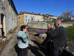 Roger et Louisette devant leur moulin