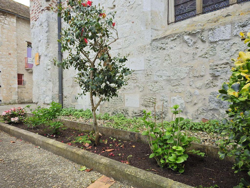 Plantations devant l'église